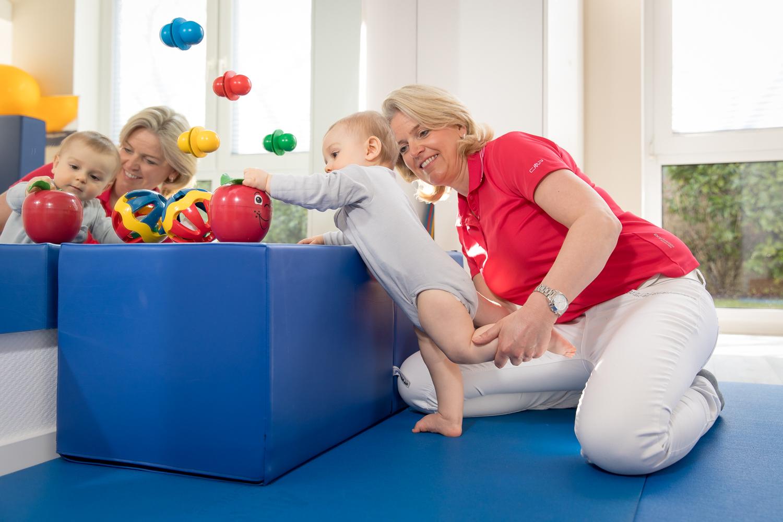 Therapieangebote für Kinder und Säuglinge in der Praxis Stracke - Beinarbeit