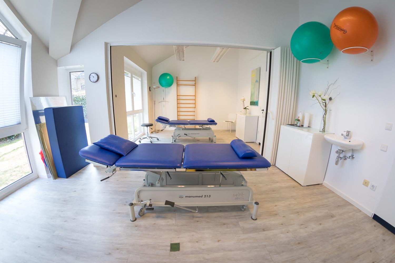 Blick in einen der Behandlungsräume in der Praxis Stracke